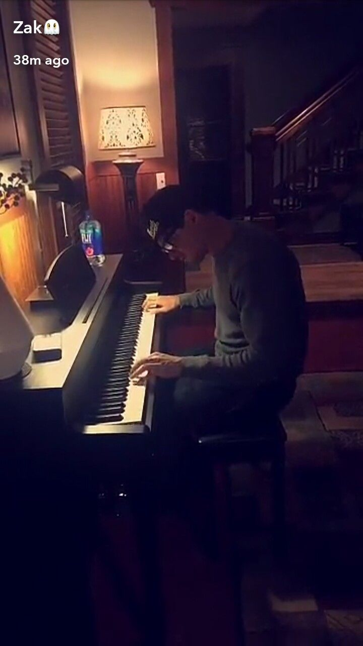 Zak_bagans playing piano ❤