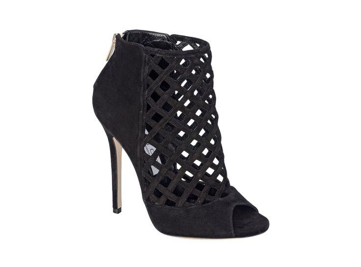 Jimmy Cho bottines Dane http://www.vogue.fr/mode/shopping/diaporama/les-30-chaussures-stars-de-la-saison-automne-hiver-2013-2014-chanel-dior-prada-balmain-miu-miu-isabel-marant-ralph-lauren-chloe/14843/image/811528#!jimmy-choo-bottines-dane-chaussures-stars-de-la-saison
