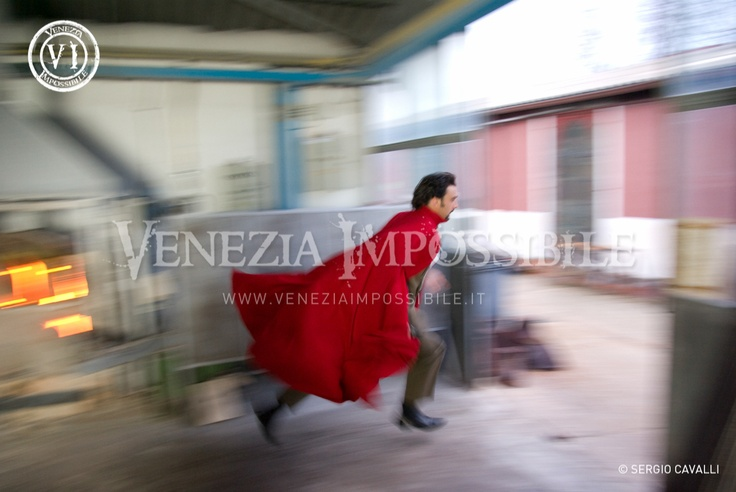 Francesco Wolf [protagonista].  Location: Fornasa Pino Signoretto, Murano.
