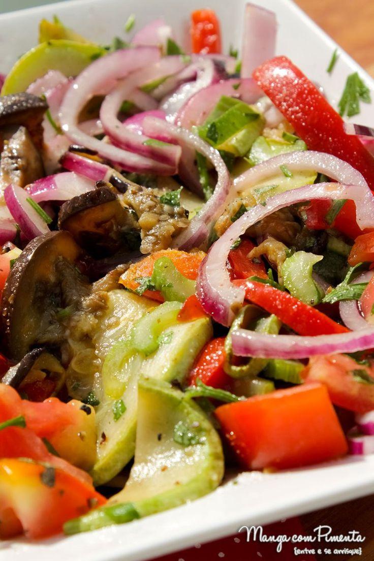 Saladas para o Verão - Salada de Ratatouille. Para ver a receita, clique na imagem para ir ao Manga com Pimenta.