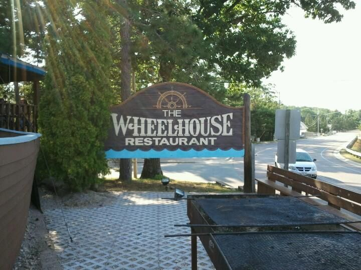 Wheelhouse In Waupaca Wi Good Pizza Live Bands Try The Brandy Old Fashion Sweet