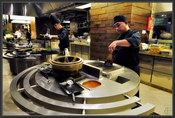 Makan kitchen doubletree by hilton kuala lumpur for Live kitchen design