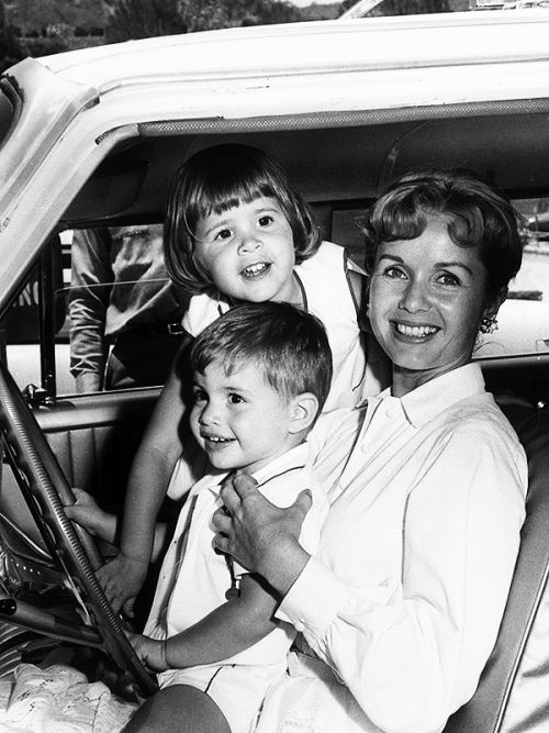Debbie Reynolds with her children, Carrie and Todd Fisher, Hollywood, 1960.