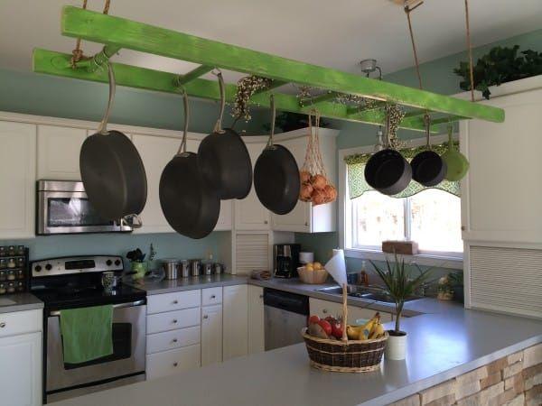rangez vos casseroles sur une étagère suspendue                                                                                                                                                                                 Plus