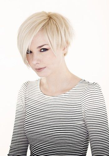 Wish I could pull off this hair do!  Love the top too!