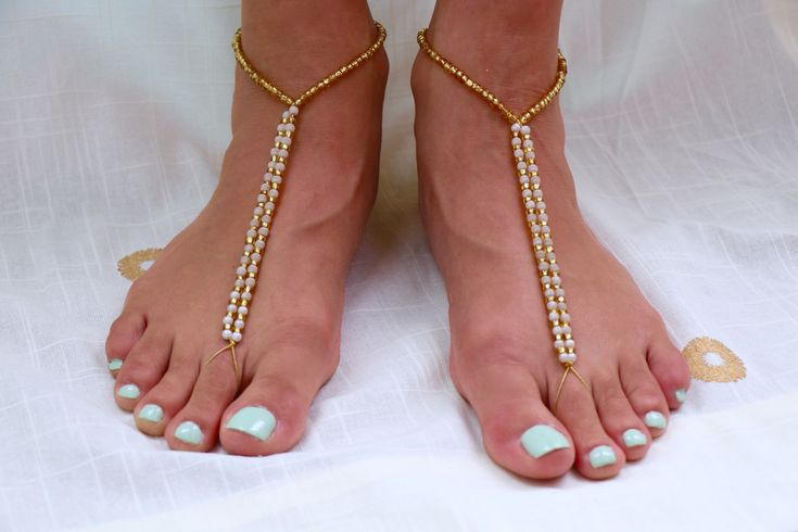 An easy DIY barefoot sandals tutorial for a beach wedding. Makes a great beachy bridesmaid gift!