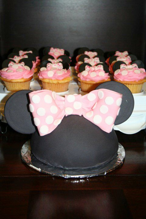 Mini mouse ears with cupcakes