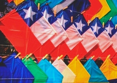 Chile's flag paper kites...what a great way to spend a breezy afternoon in the park.