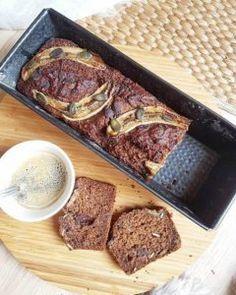 Banana bread aux flocons d'avoine et compote de pommes, graines de courge et touche de chocolat noir (sans oeufs, sans lactose, sans mg ajoutée) – By Flora B