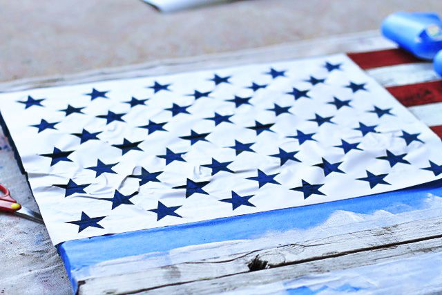 DIY American Flag Painting from (Star Stencil) Wood Pallet-- stealing this idea and doing it on burlap