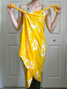 Here are 6 fun ways to tie sarong (pareo) for beach cover-up, plus how to make a bag.