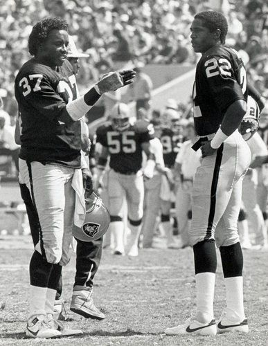 Mike Haynes and Lester Hayes - One of the BEST CORNERBACK TANDEMS in NFL HISTORY. In the 80's you just DIDN'T THROW many passes against the RAIDERS.