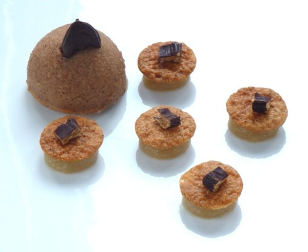 Dessert topinambur, carrube, noce moscata