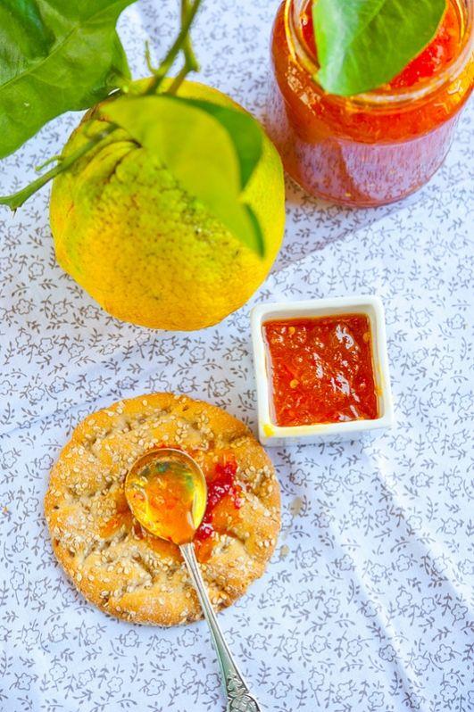 Острый апельсиновый мармелад / Marmellata di arance piccante | Элла Мартино Рецепты Кулинарные туры Итальянская кухня=    4 кг свежих апельсинов     1 средний лимон     4 острых красных стручковых перца     200 г тросникового сахара