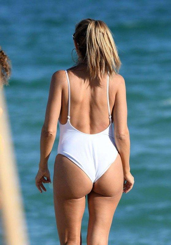 larsa-pippen-camel-toe-in-white-swimsuit-miami-beach-kanoni-6