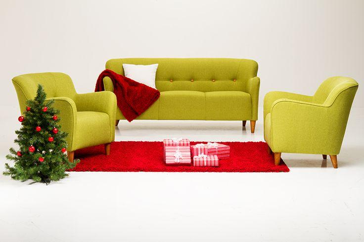 Joy -sohvakalusto. Uusi modernin retrohenkinen, trendikäs ja samalla siro 3-istuttava sohva. Istuimessa hyvin muotonsa säilyttävä kylmävaahtomuovi tekee myös istuttavuudesta miellyttävän. Selkänojan koristenappien verhoiluväri valittavissa mielen mukaan. Laaja kangasvalikoima eri väreissä, viisi jalkavärivaihtoehtoa.