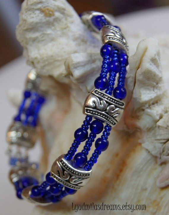 Cobalt blue bracelet with silver spacer and memory wire