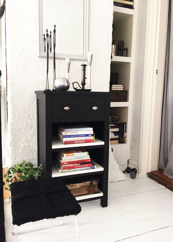 Liten, svart byrå. DIY av en hallmöbel från EM Möbler.