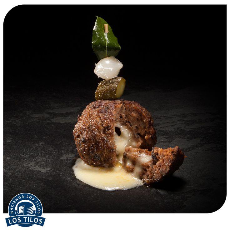 Esferas de cordero rellenas de queso mantecoso y kummel. #Recetas #Gourmet  http://www.lostilos.cl/recipes/esferas-de-cordero-rellenas-de-queso-mantecoso-y-k/
