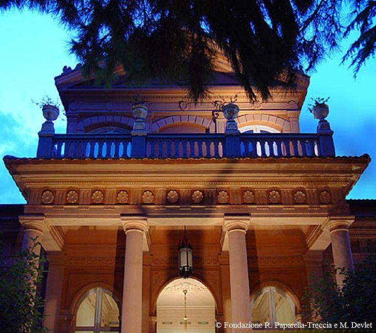 Museo Paparella esterno sera