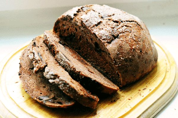 Очень вкусный десертный хлеб. Его можно подавать с сыром маскарпоне и вином. А также с любыми сладкими дополнениями.