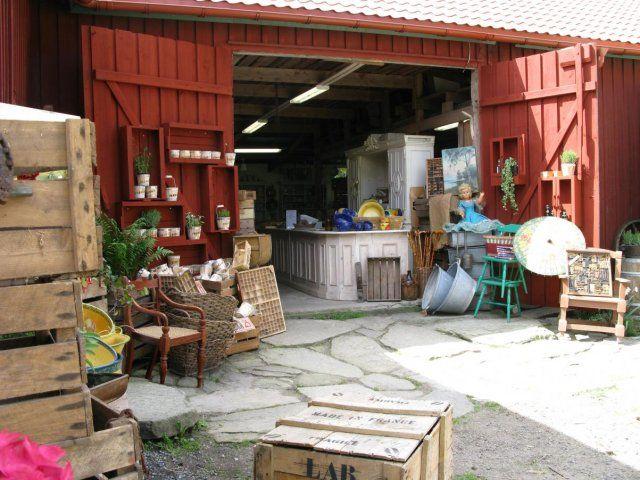 unik biobänk Nu Rea 4500:- rea Bord och stolar  70-tals fåtöljer i skinn Nu rea 300:-/st (ord 500 :-/st) utförsäljning alla stolar Kistor finns flera olika...
