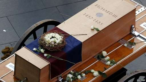Coffin of Richard III travels through Leicester