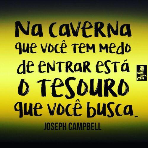 Sou muito fã do Joseph Campbell. Foi o filósofo/mitólogo que mais aprendi na vida. Recomendo os livros e vídeos dele no YouTube. Pra abrir a cabeça e mergulhar num profundo autoconhecimento. #frases #pensamentos #filosofia #mitologia #josephcampbell...