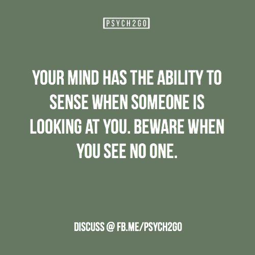 Je brein heeft het vermogen om te voelen wanneer iemand naar je kijkt. Maar wees op je hoede als je niemand ziet.