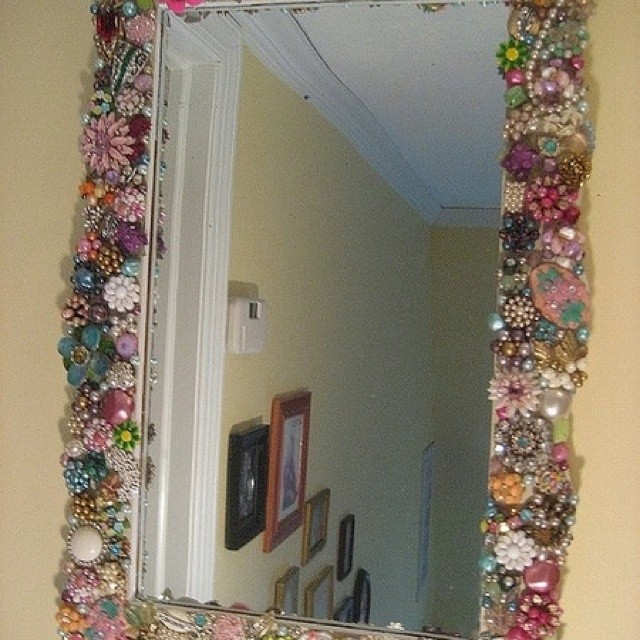 Perfect Decorate Mirrors Using Vintage Pins (and/or Other Items)