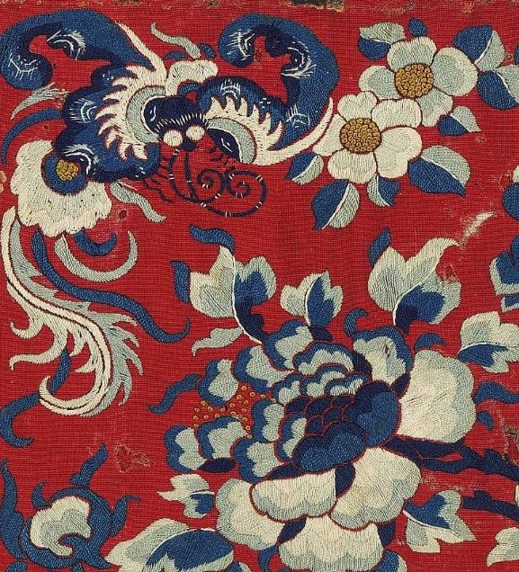 From a fragment of Chinese embroidery from the Qing Dynasty (circa 1870), likely part of a skirt panel.#ChineseTextiles