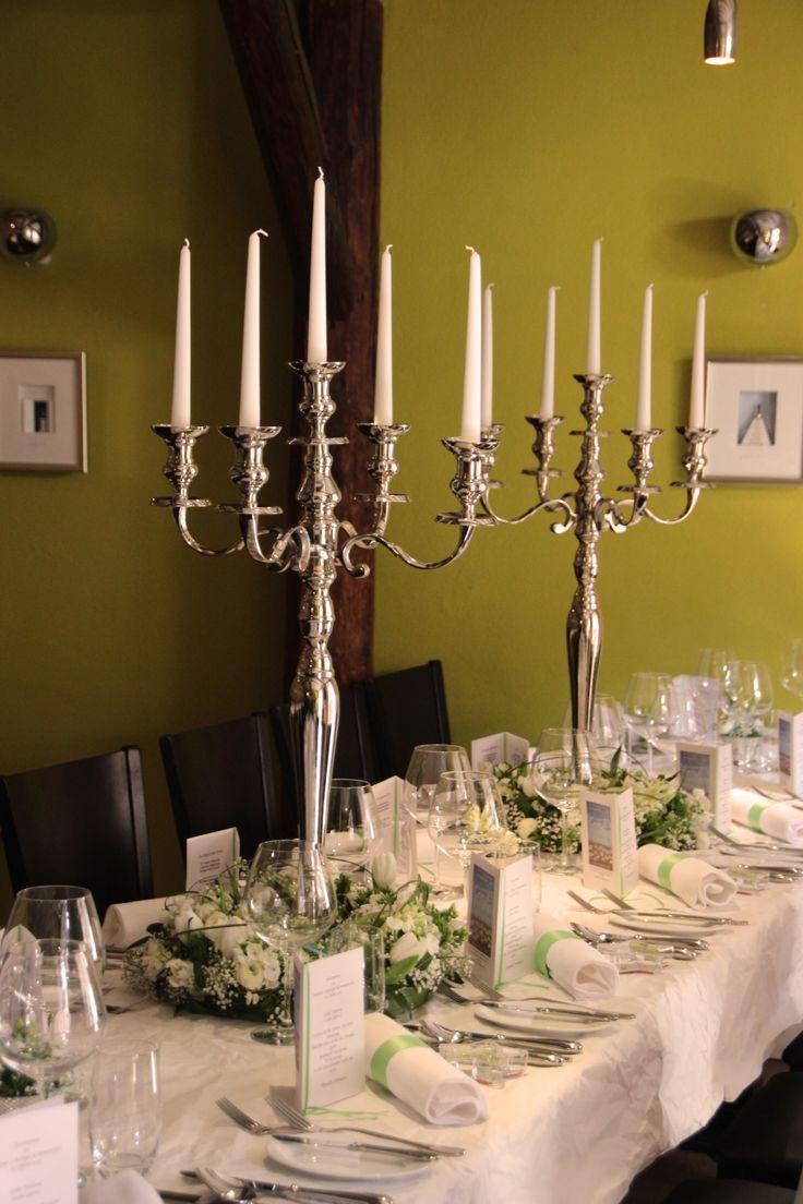 Die 25 besten ideen zu runde tische auf pinterest runde - Kerzenstander dekorieren ...