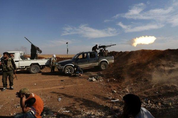Serangan Roket Pemberontak Tewaskan 38 Warga Sipil Suriah : Pasukan rezim Suriah dan pemberontak terlibat pertempuran sengit Minggu (30/10/2016) di tepi barat Aleppo tempat 38 warga sipil tewas akibat dua hari tembakan roket
