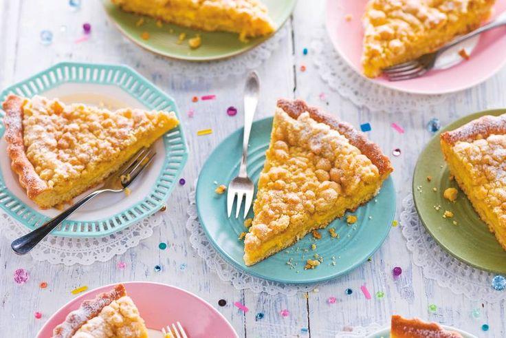 Klassieke Limburgse taart met custardvulling en knapperige kruimels met poedersuiker bovenop - Recept - Allerhande