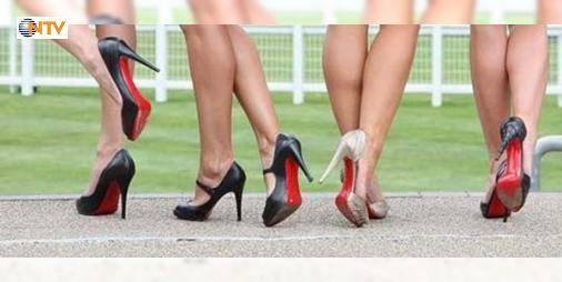 Topuklu ayakkabıda halluks valgus tehlikesi : Genetik alt yapısı olanlar dar çok yüksek topuklu ve ucu sivri ayakkabılar giyerlerse halluks valgusa yakalanmaları kaçınılmaz oluyor. Bu nedenle özellikle yürürken çok ciddi sıkıntı yaratan hastalık  kadınlarda erkeklere oranla 7 kat fazla görülüyor.  http://ift.tt/2cUhayr #Türkiye   #halluks #çok #ciddi #sıkıntı #yürürken
