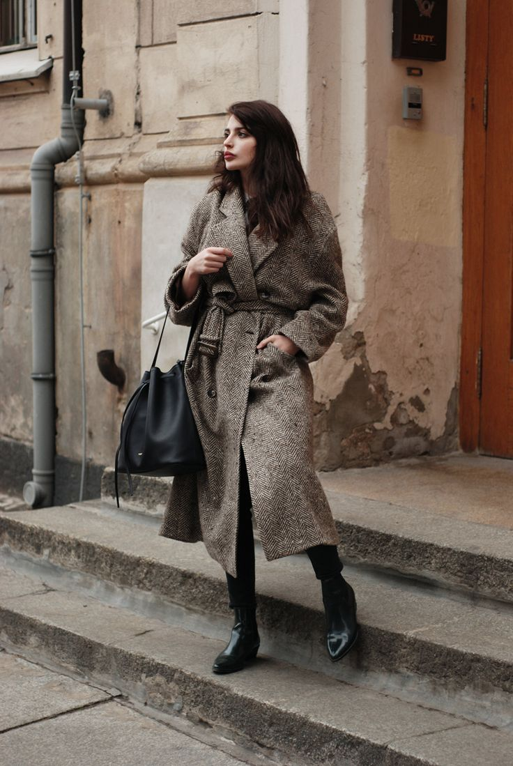 H &M Trend t-shirt, Hugo Boss coat, COS jeans, Ivylee Copenhagen boots, Mumu Ingrid Black bag (Black Friday %!)