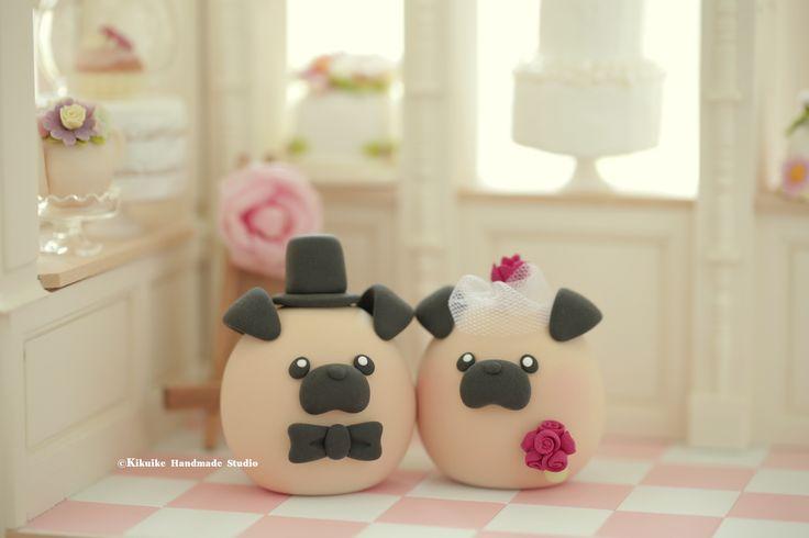 Lovely Pug and Chiwawa ,chihuahua wedding cake topper, dogs cake topper ideas #weddingplanning #cakedecor #weddingdecoration #cute #handmadecaketopper #custom #animalscaketopper #couple #marriage #justmarrid #weddingthings #petscaketopper #gift #unique #clay #sculpted #bride #groom #kikuikestudio #ceremony #nozze #Boda #結婚式 #mariage #Hochzeit