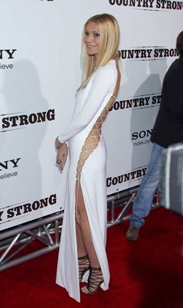 Gwyneth Paltrows daring dress at the Country Strong premiere