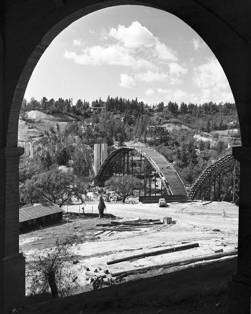 Building of the Colorado Street Bridge, Pasadena CA 1912