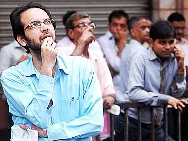 Graphite India, Himachal Futuristic Communications (HFCL), Centrum Capital, Apex Frozen Foods and Liberty Shoes are among 19 stocks that beat the Sensex after institutional investors, mutual funds and high networth individuals (HNIs) bought shares. V-Mart Retail, Aarvee Denims, Poddar Housing... - #Beat, #HNIs, #Institutional, #Sensex, #Stocks, #TopStories