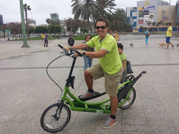Tomás Guadalupe probando su elliptiGO (27/04/2014)