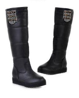 Bota de caña alta, Es el calzado perfecto para dar un punto de estilo a tus pies!. De plataforma recta, moda de este año. Llevalas donde quieras y como quieras. Se adaptan Perfectamente al pie para no perder el confort durante todo el día!