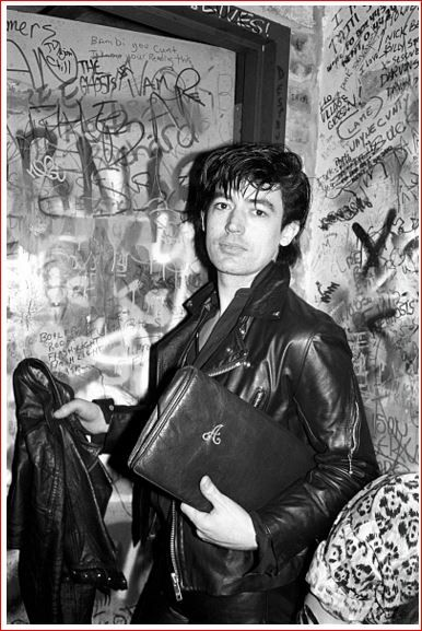 ♫'''Guitarist Chris Spedding at a Nico show at CBGB's in New York City on February 19, 1979 February 19, 1979  Crédits : Ebet Roberts...☺...'''♫ http://www.gettyimages.fr/detail/photo-d'actualit%C3%A9/guitarist-chris-spedding-at-a-nico-show-at-cbgbs-in-photo-dactualit%C3%A9/507741454                                                                                                                                                                                 もっと見る