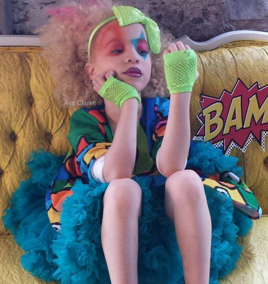 Ава Кларк — афроамериканка-альбинос. Светлые волосы, зелено-голубые глаза и розовые губы девочки покорили мир моды