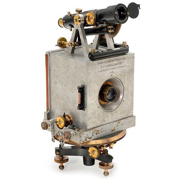 "A Rare Late 19th-Century Photo Theodolite Signed: C.F. Casella & Co. Ltd., 11, 13, 15, Rochester Row, London S.W. No. 32. Photograph format 4 1/3 x 4 1/3 in., aluminum body, brass lens: ""Aldis Anastigmat F/6 No. 2"" (no. 11683), iris stop. Vente aux #encheres du 20/09/14 par Auction Team Breker"