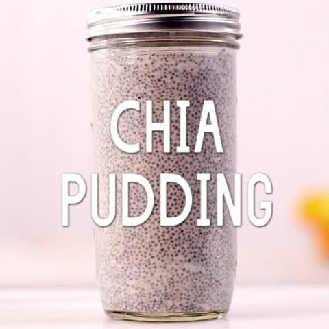 Chia Pudding // Chia seeds soaked overnight turn into a simple breakfast pudding that is perfect for a grab-n-go option in the morning. Make the night before!