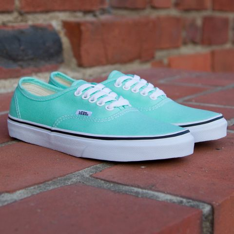 Son unas vans color verde agua fosforescente hermosas :3