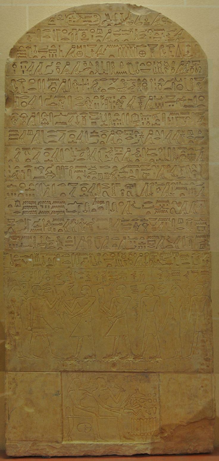 Cette grande stèle en calcaire a été trouvée à Abydos qui devint au Moyen Empire un lieu de pèlerinage important dédié à Osiris. À l'occasion de leur passage, les pèlerins faisaient ériger au moins une stèle sur le site. Par sa dédicace, l'artisan sculpteur Irtysen se vante des prouesses techniques qu'il est capable d'accomplir dans son métier. C'est un des très rares textes égyptiens qui parlent d'art. Dans un lieu de pèlerinage, la stèle Cette grande stèle de type cintré, en calcaire, est…