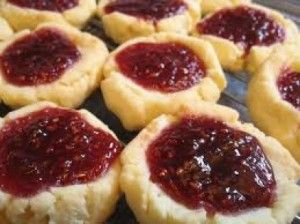 A very easy recipe homemade with  biscuits, nuts and jam. The flavor is delicious, nutritious and healthy.