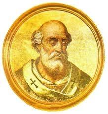 62.- Benedicto I (575-579)  Nació en Roma. Elegido el 2.VI.575, un año después de sede vacante, murió el 30.VII.579. Trató inútilmente de restablecer el orden en Italia y en Francia turbadas por las invasiones bárbaras y ensangrentadas por discordias internas. Confirmó el V Concilio a Constantinopla.: